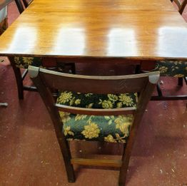 Neat William IV Mahogany Extending Table with one leaf, with six beautiful inlaid Edwardian Chairs.